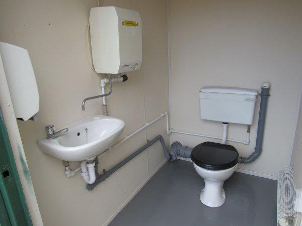 2+1 Toilet Block