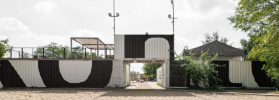 Wiercinski Studio recycles 23 shipping containers!